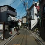 浦和区前地通り、2013年盛夏に撮影した写真。うなぎ屋むさしの付近。