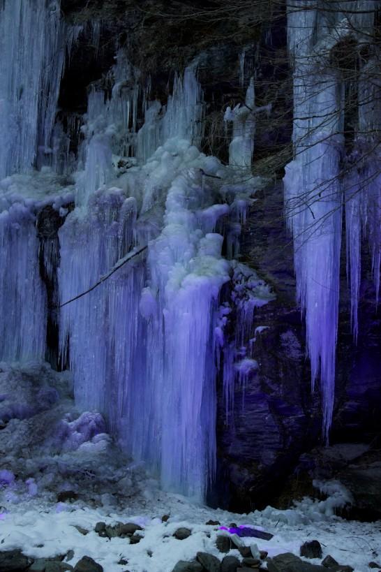 三十槌の氷柱 2013年2月撮影 夜間ライトアップ画像