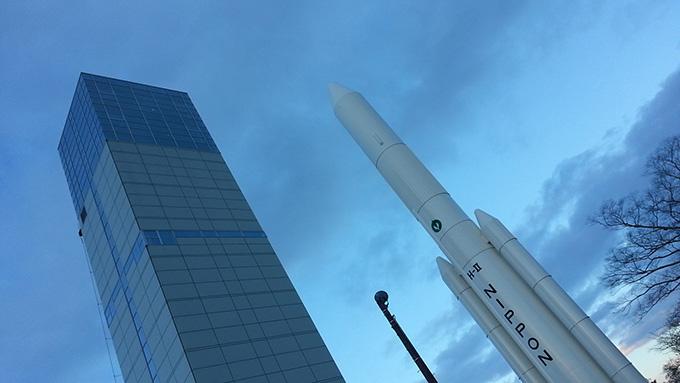角田市スペースタワー・コスモハウスにあるH-Ⅱロケット実物大模型