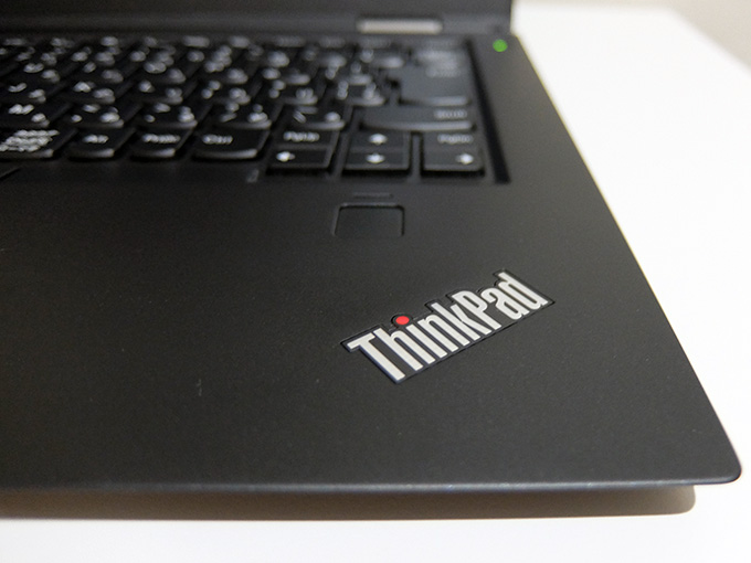 ThinkPad X1 Carbon 2016、ThinkPad ロゴ拡大写真