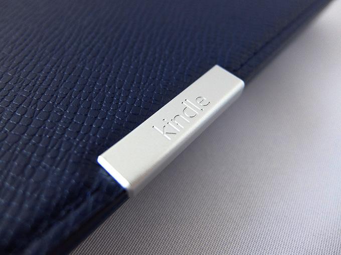 Kindle Paperwhite、純正カバーの金属部分