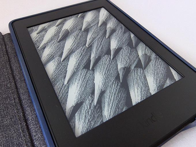 Kindle Paperwhiteの画面を斜めから撮影