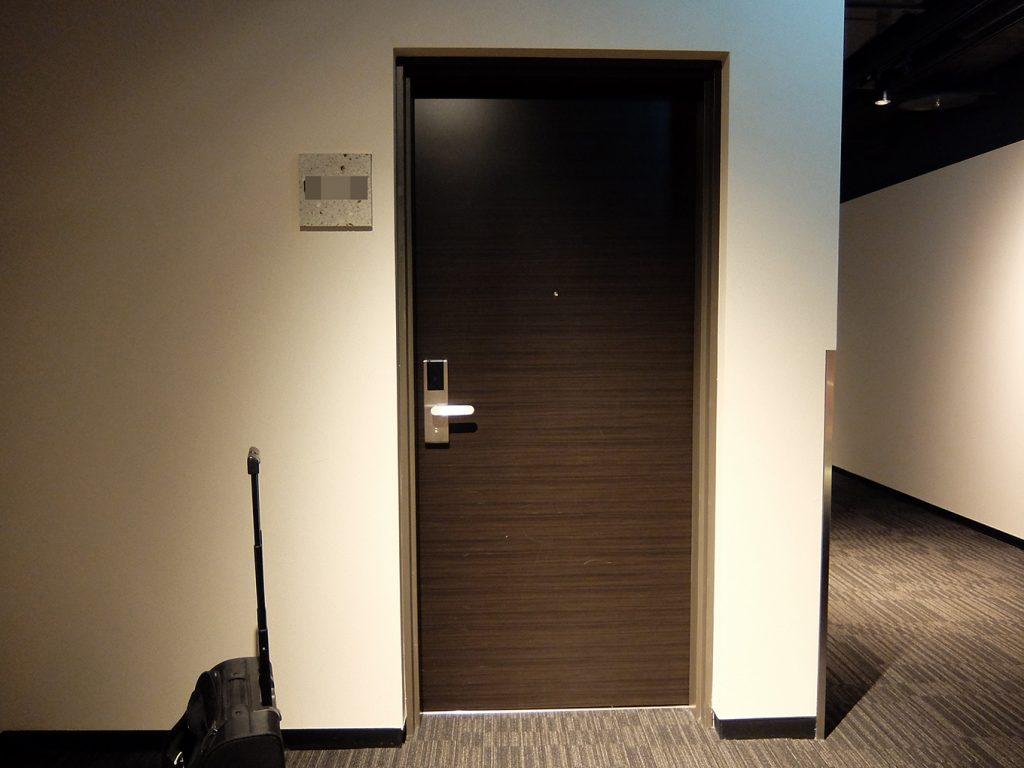 ホテルアール・メッツ宇都宮、部屋入り口ドア
