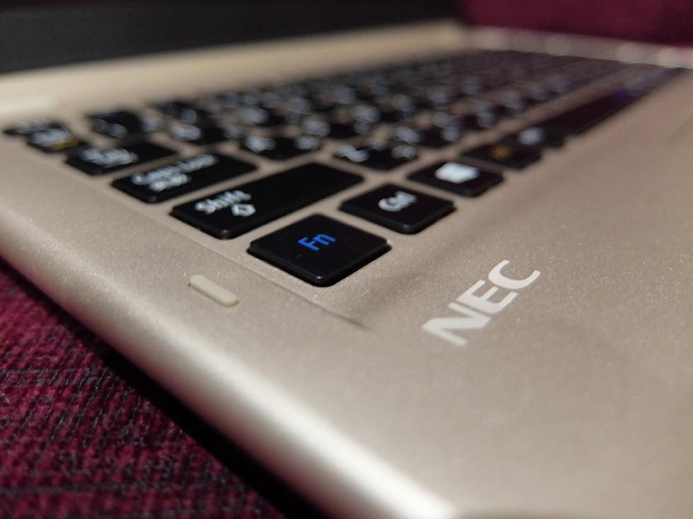 LAVIE Direct HZ(D)、モバイルパワーキーボード、アップ画像
