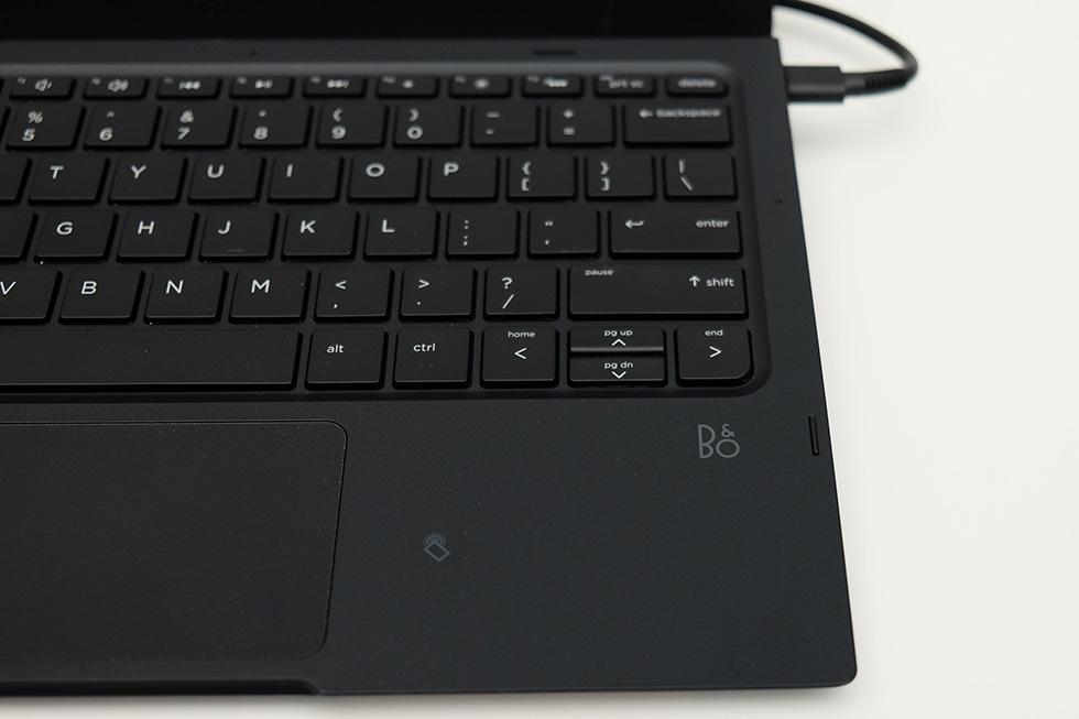 HP Elite x3ノートドック、Bang & Olufsenロゴ