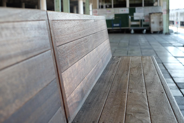 秩父鉄道熊谷駅ホームのベンチ