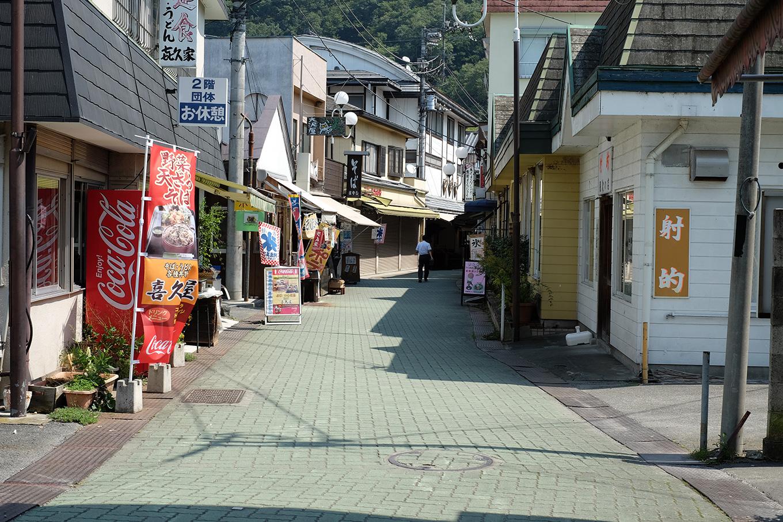 岩畳へ向かう道にある商店街