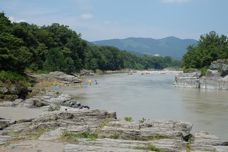 台風の影響で普段より水の多い岩畳付近の写真