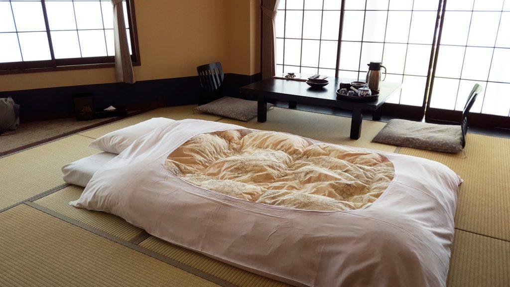 伊香保温泉旅館さくらい、部屋の写真(窓側)