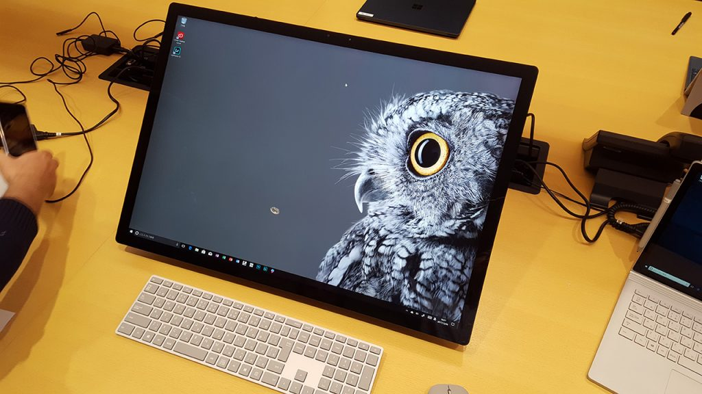 Surface Studio、画面を寝かせた状態