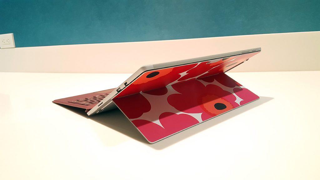 Surface Proへ貼ったUnikkoスキンシール