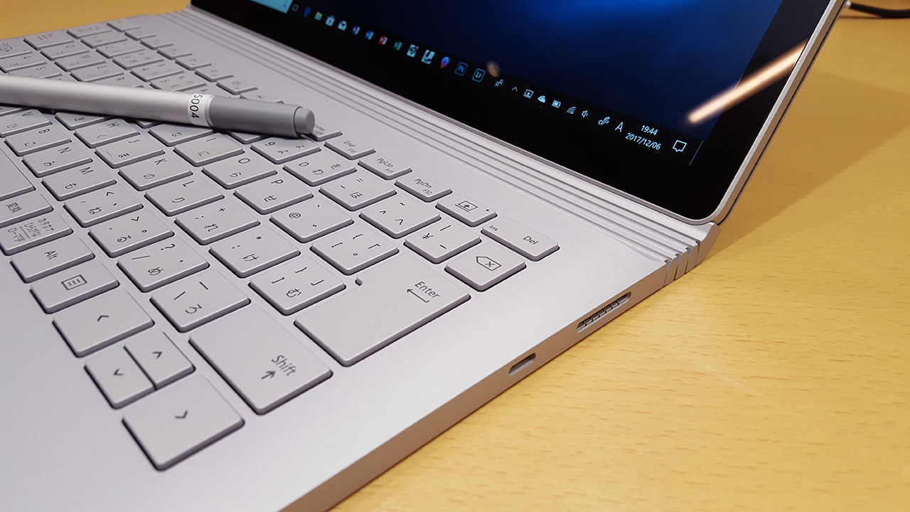 ヒンジ部、Surface Book 2